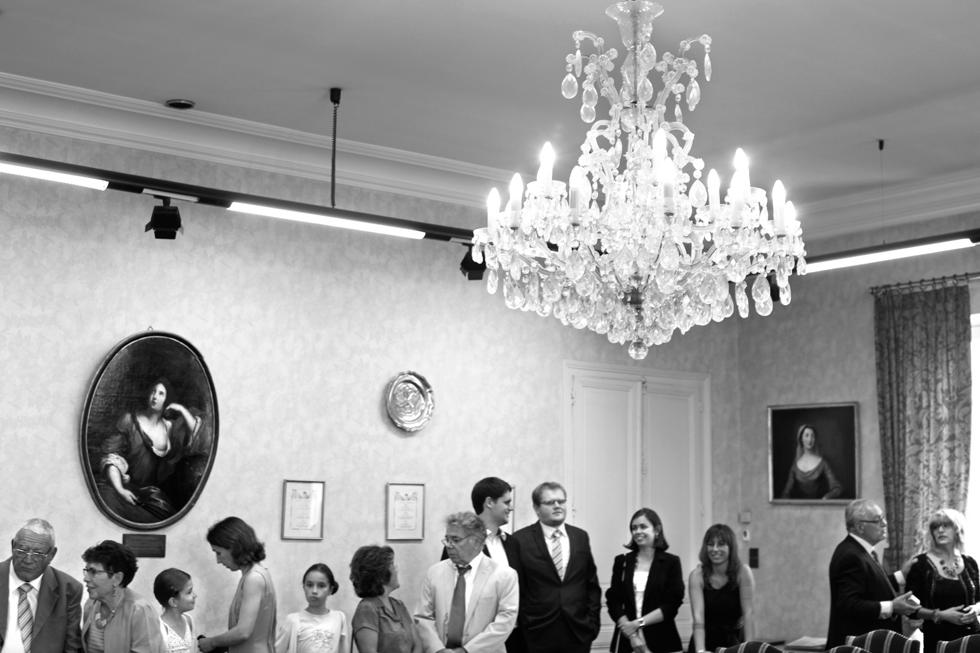 Mariage. Les invités à la mairie. : .