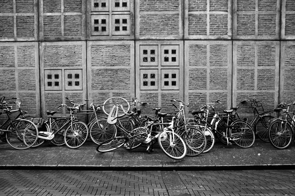 amas de vélos dans ruelle