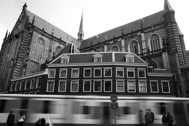 église et tramway amsterdam