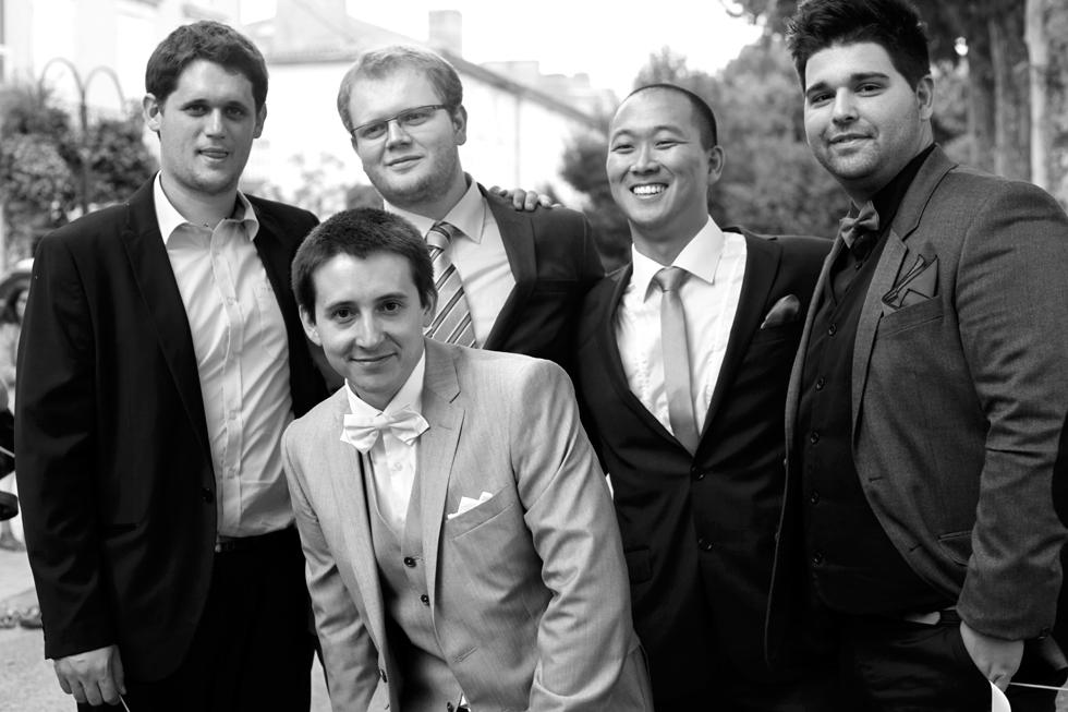 Mariage. Le marié et ses amis. : .