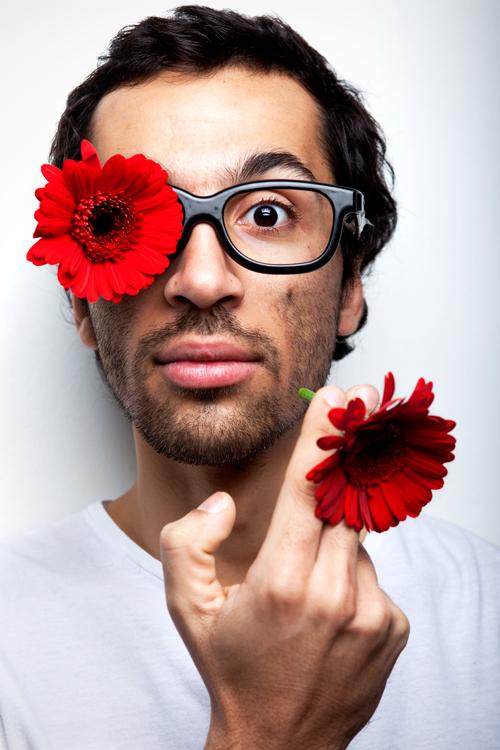 portrait homme à fleurs