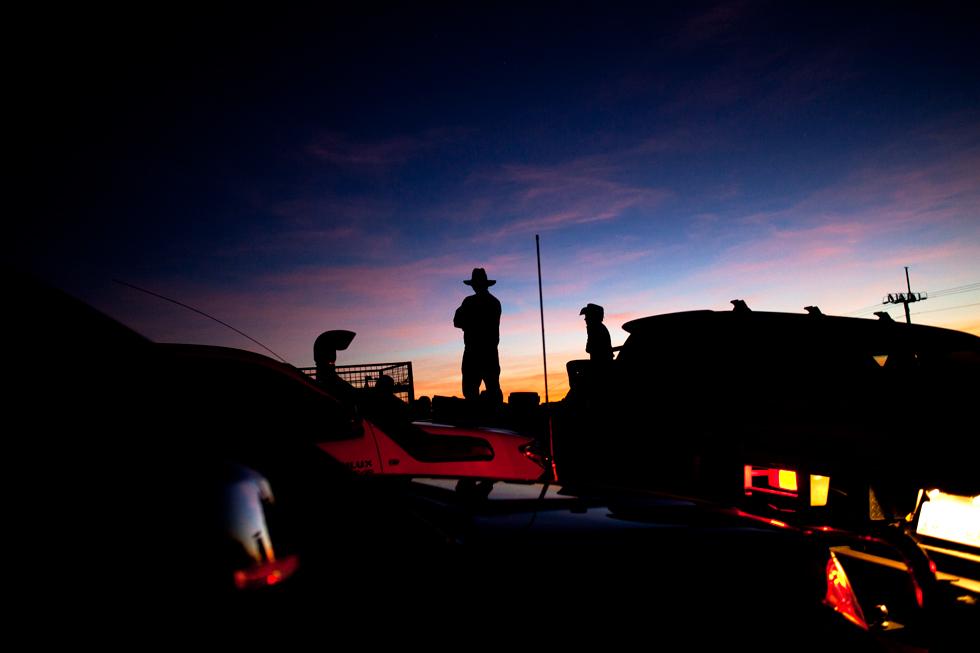 Levée de soleil et cowboys à Kununurra, Western Australia : .