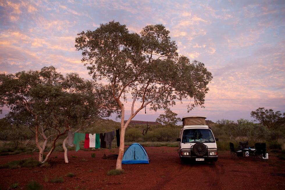 Levé de soleil au campement à Karijini, Western Australia : .