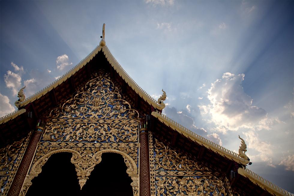 Toit d'un temple à Chiang Mai, Thailande : .