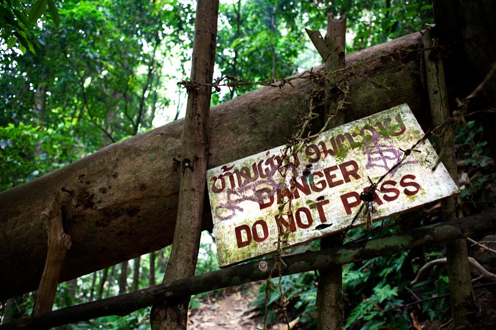 Panneau d'avertissement à Kuang Si Fall, Laos : .