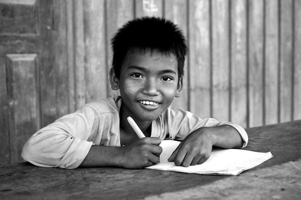Jeune écolier Khmer sur l'île de Koh Trong, Cambodge : .