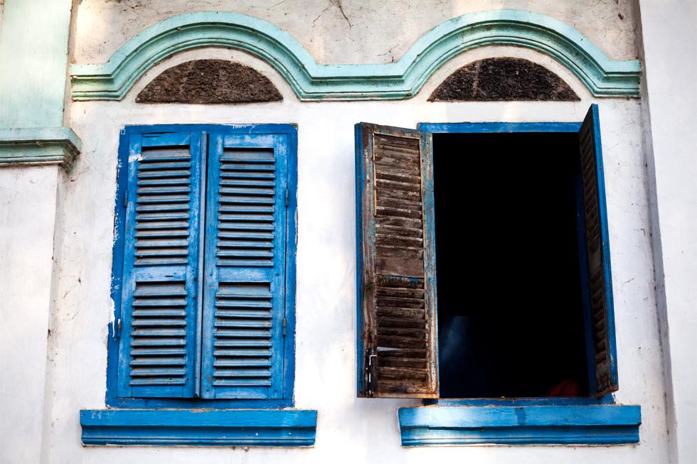 Fenêtres d'une maison pour moines, Kratie Cambodge : .