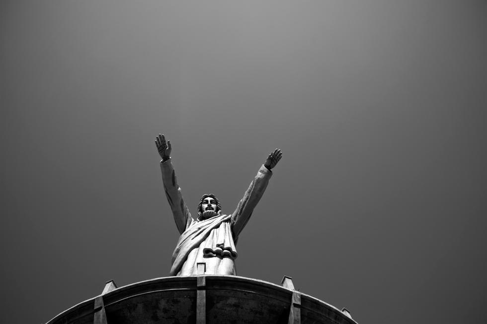 Statue géante de Jésus à Makale en Sulawesi, Indonésie : .