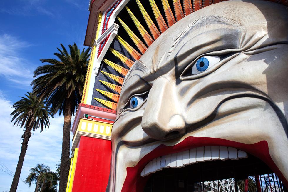 Entrée du Parc d'Attractions Luna Park à St Kilda, Melbourne : .