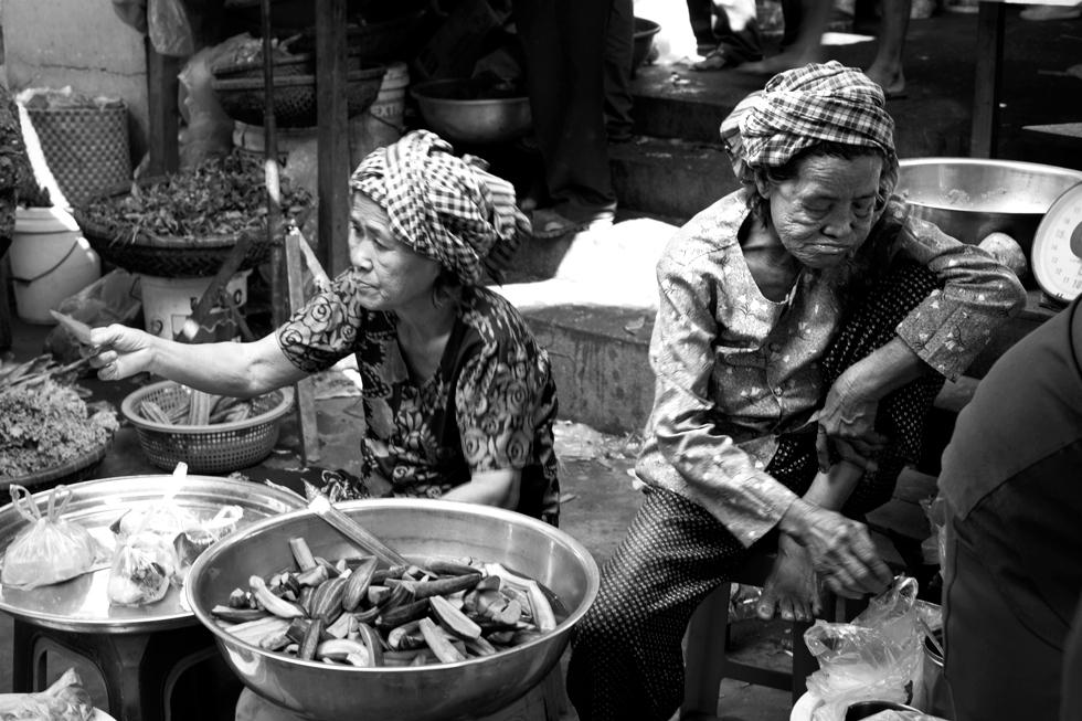 Marchandes au marché de Kratie, Cambodge : .