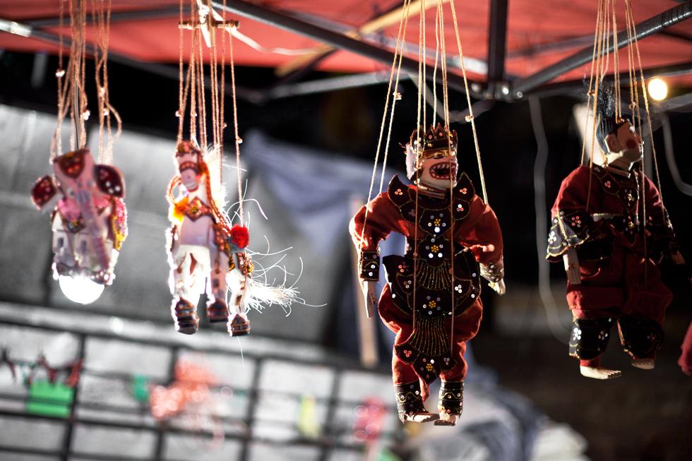 marionnettes au marché de luang prabang laos