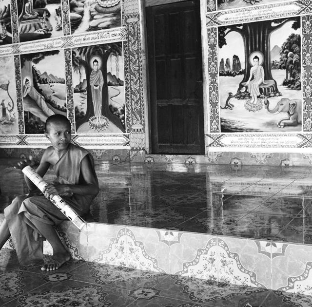 Jeune moine novice à Vang Vieng Laos : .