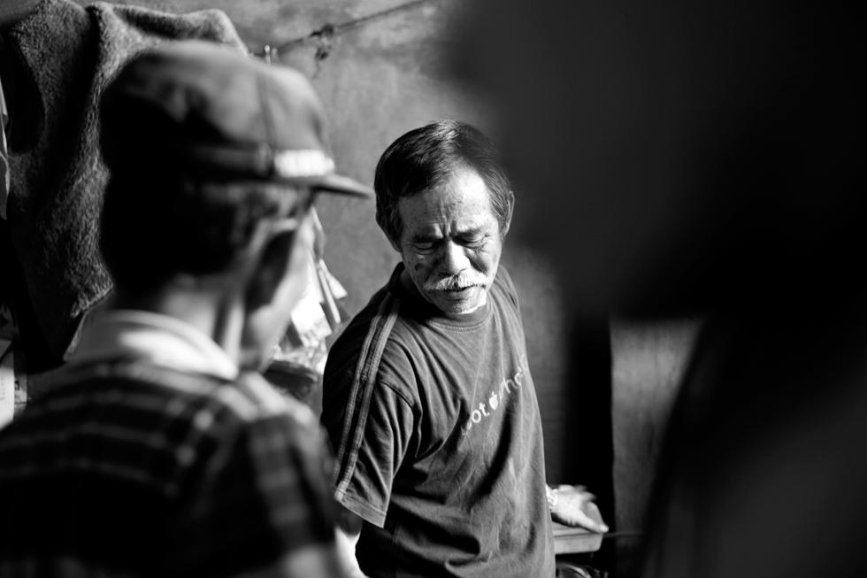 Marchand au marché de Rantepao, Sulawesi Indonésie : .