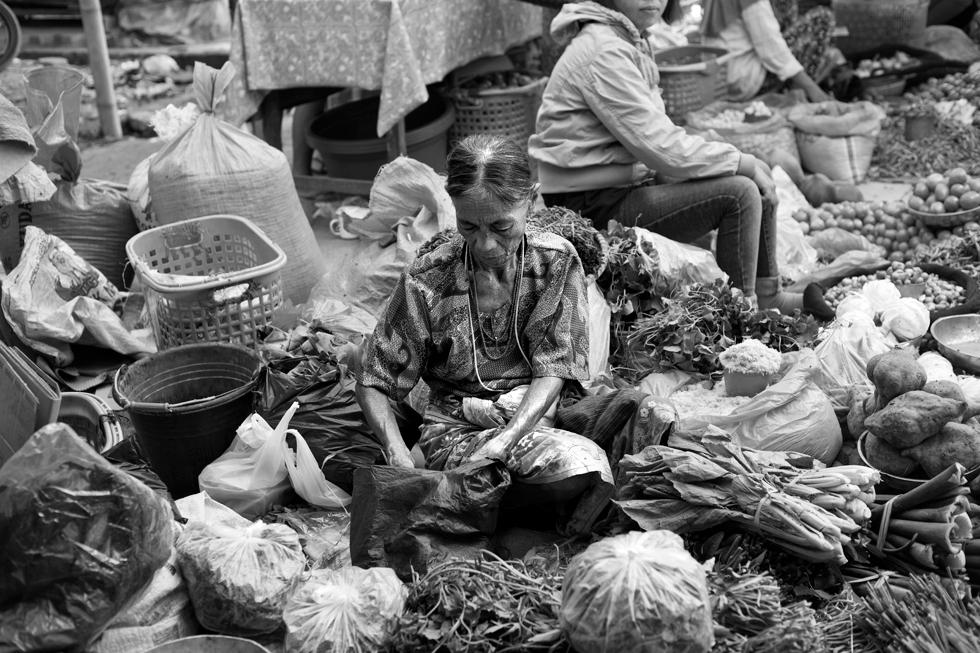 Marchande au marché de Rantepao, Sulawesi Indonésie : .