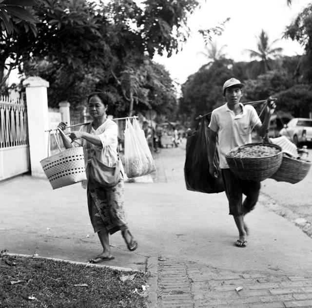 Marchands à Lang Prabang Laos : .