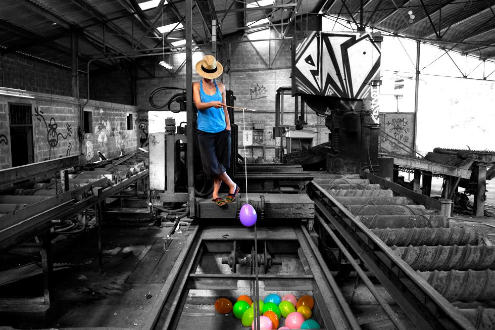 pecheur de ballon dans usine désaffecté