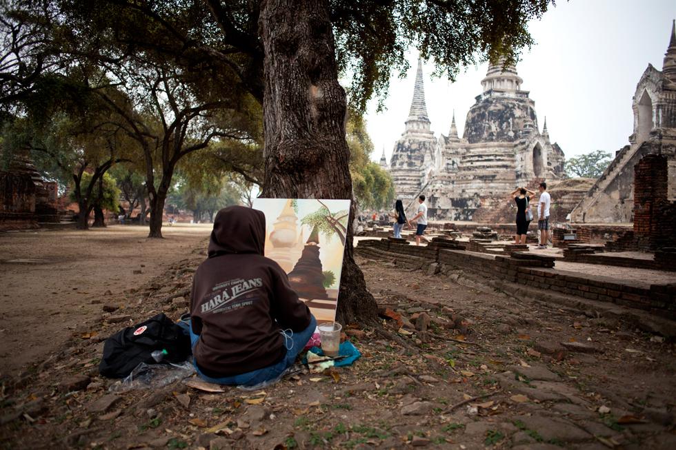 Jeune peintre à Ayutthaya, Thailande : .