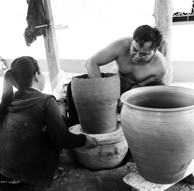Potiers au village de Bane Tiane Laos : .