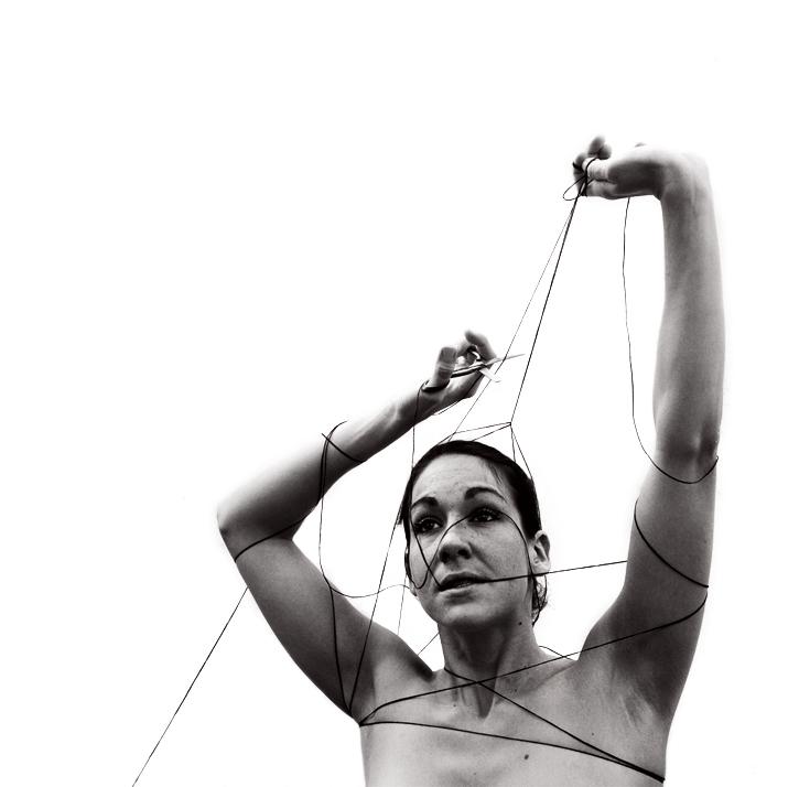 femme emprisonné dans une toile