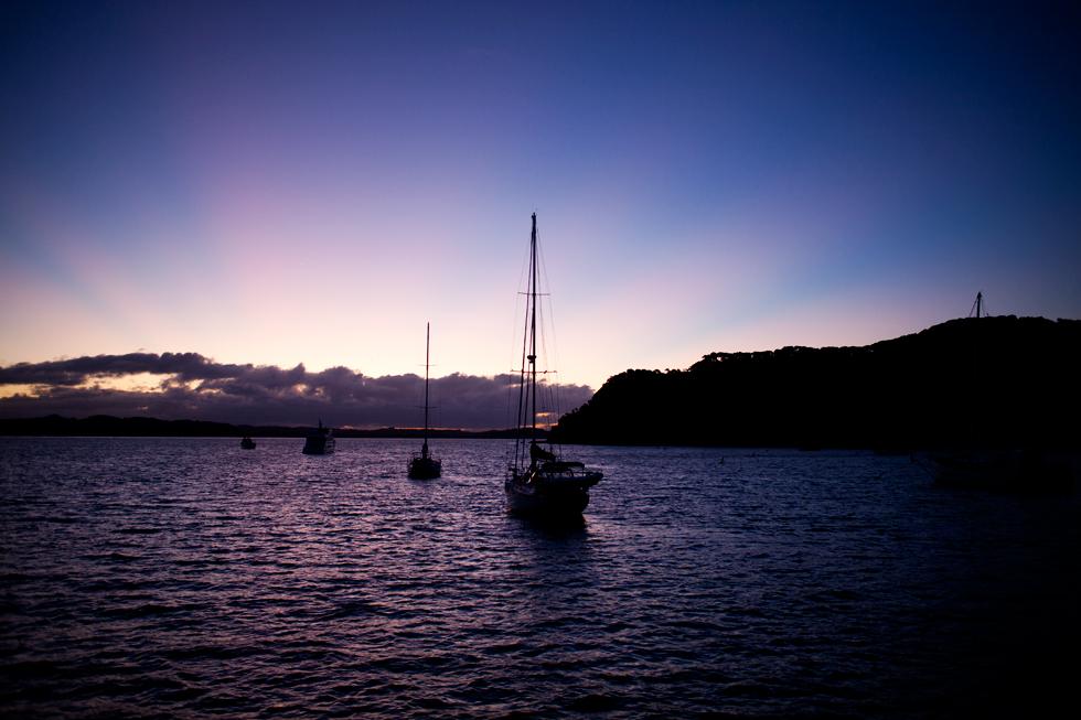 Coucher de soleil sur Russell, Bay of Islands, Nouvelle Zélande : .