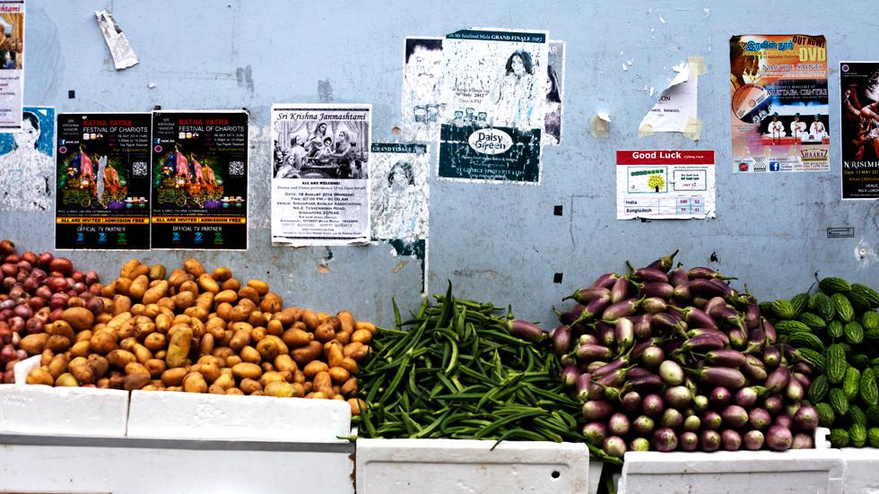 Étalage de légumes dans les ruelles de Singapour : .
