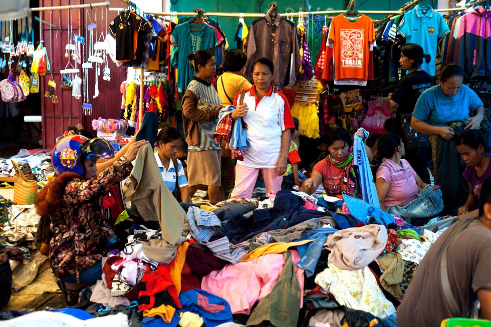Marché de Rantepao en Pays Toraja, Sulawesi en Indonésie : .