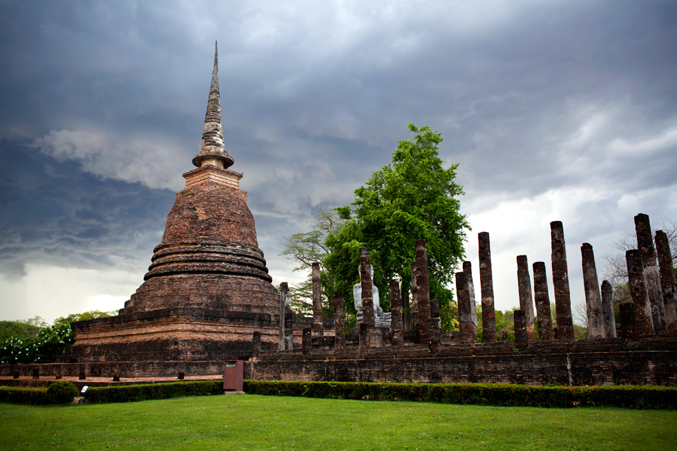 Ruines d'un temple à Sukkhothai, Thailande : .