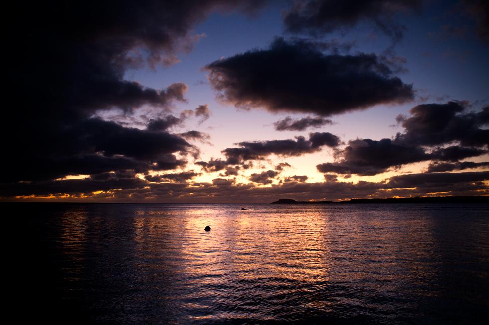 Coucher de soleil à Maré, Nouvelle Calédonie : .