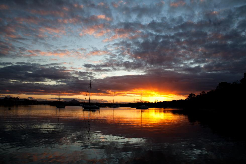 Coucher de soleil sur Noosa, Queensland, Australia : .