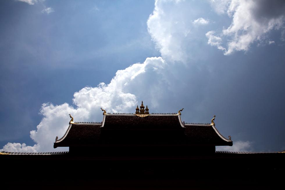 Toit d'un temple à Luang Prabang Laos : .