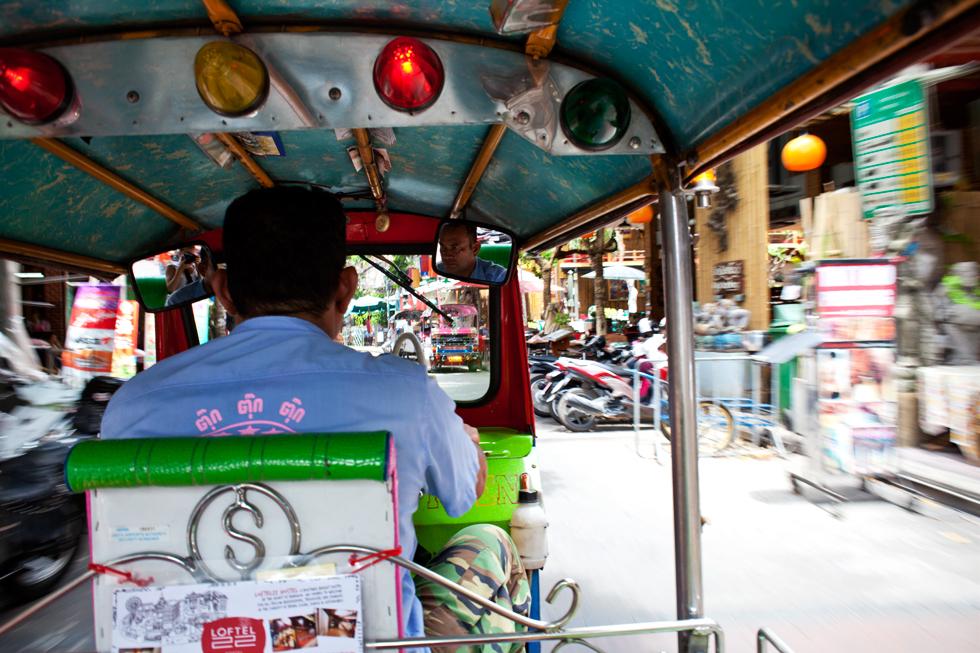 Dans un Tuk Tuk à Bangkok : .